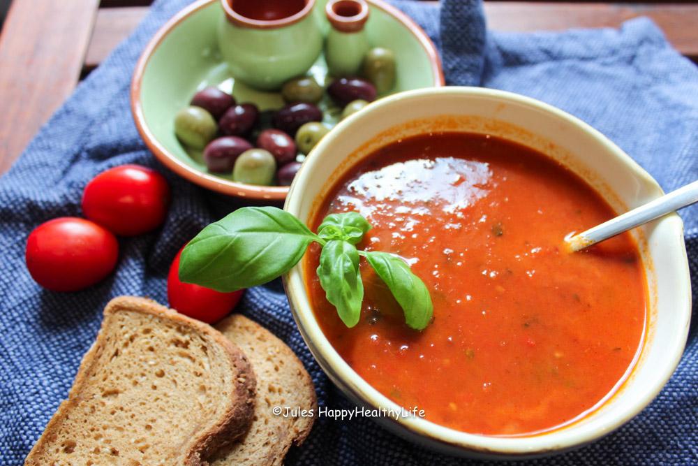 Titel für Leckere Tomatensuppe mit gerösteten Tomaten - Jules HappyHealthyLife