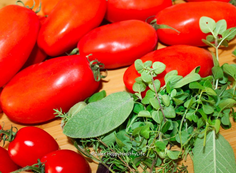 Tomaten und Kräuter für Tomatensuppe - Jules HappyHealthyLife