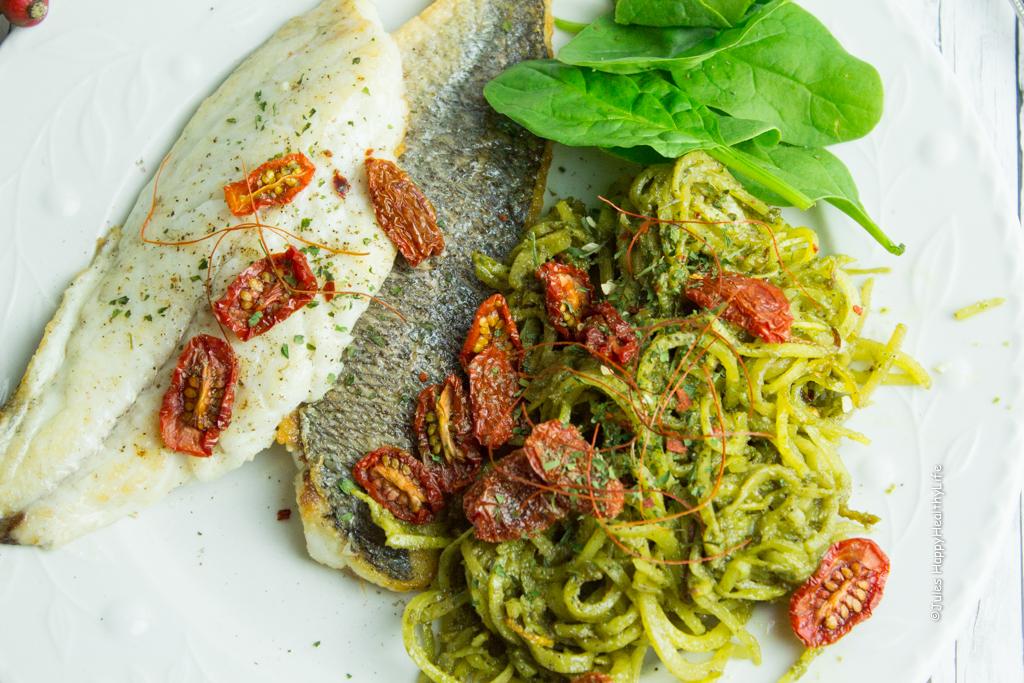 EInfaches Rezept für Steckrüben Spaghetti mit veganem Pesto und Doradenfilets