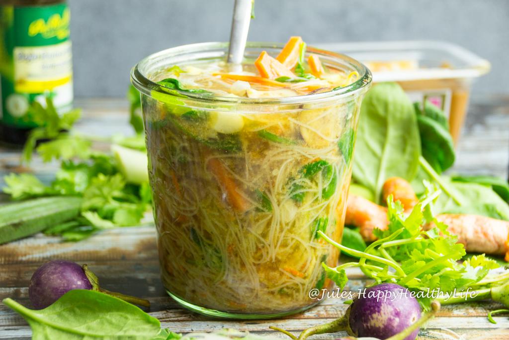 Einfach gekochtes Wasser dazu geben vegane glutenfreie Miso Suppe