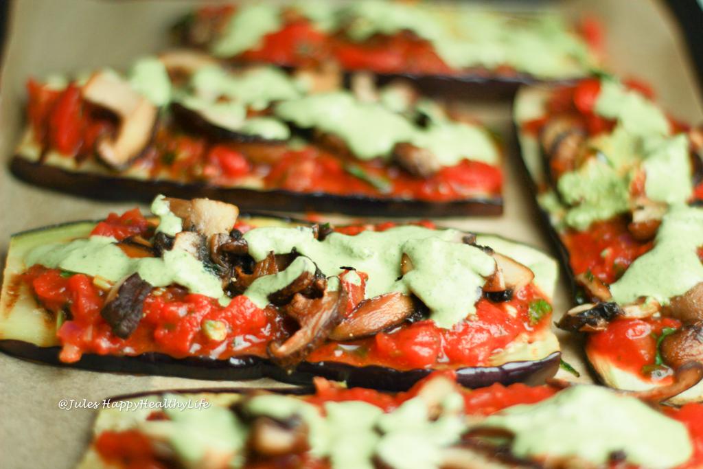 Auberginen Pizza mit veganem Pesto