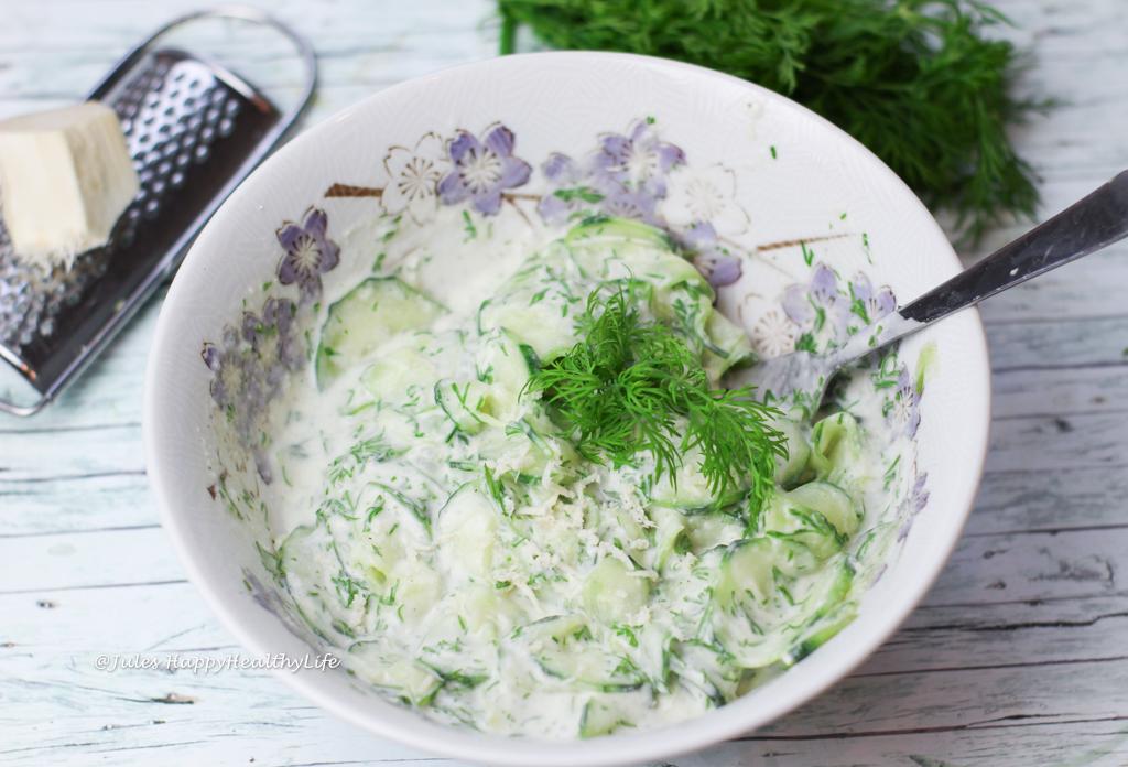 Einfaches Rezept für veganen Meerrettich Gurken Dill Salat