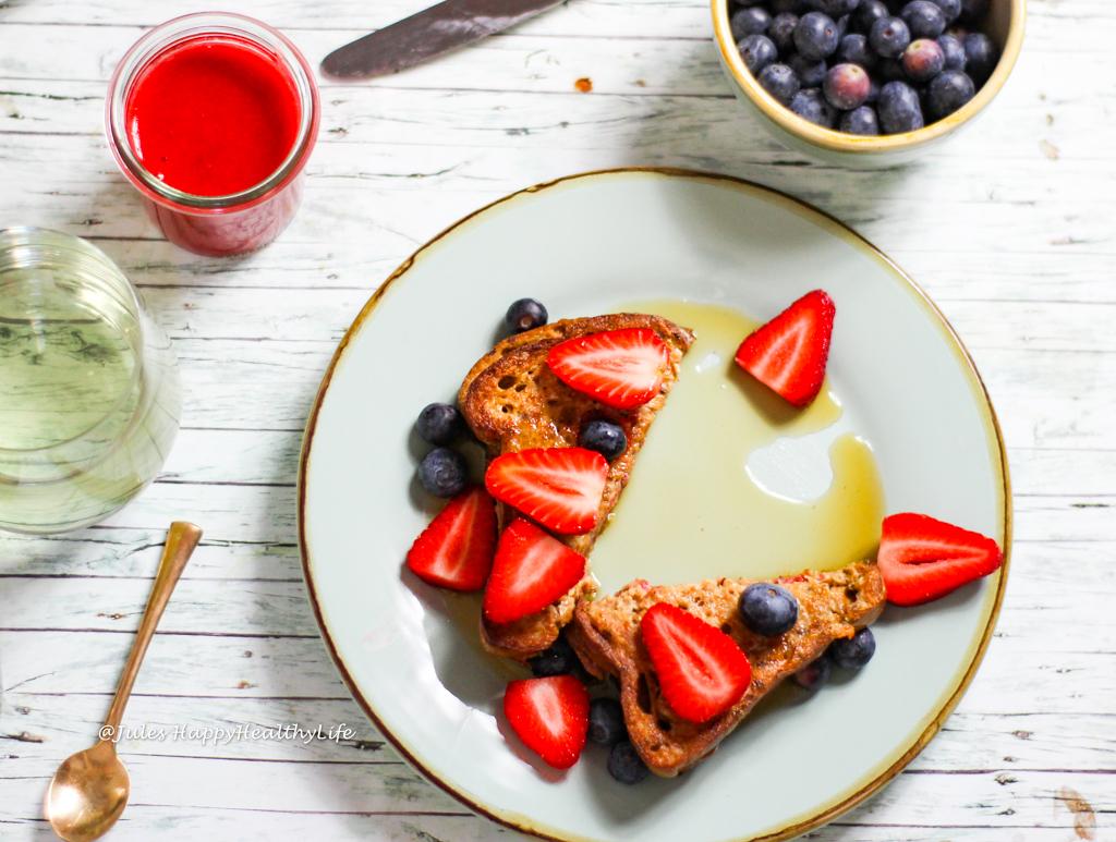 Veganes Rezept für glutenfreien French Toast mit Erdbeerfüllung