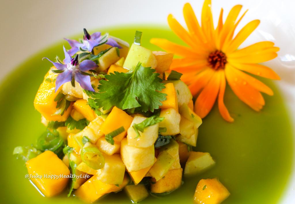 Vitamine und Aromen kommen im Mango Grüner Apfel Tatar mit Fenchel Sud zusammen.