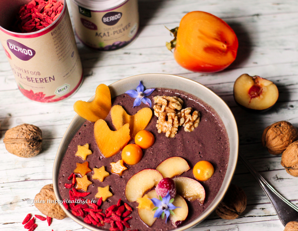 Vegan Acai Bowl with Maca and Goji Berries contains a lot of Antioxidants - Healthy Breakfast