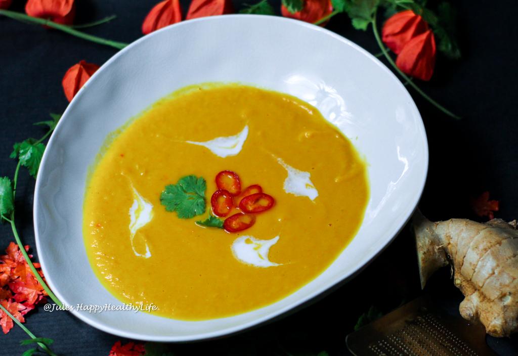 Curry Kürbis Karotten Suppe mit Chili, Ingwer und Kokosmilch