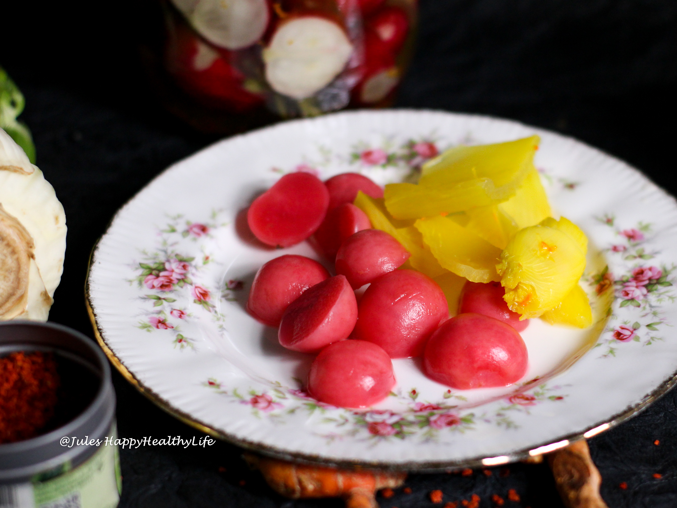 Healthy probiotika for your gut health with fermented vegetables with turmeric & chili